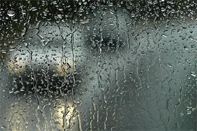 Está lloviendo.
